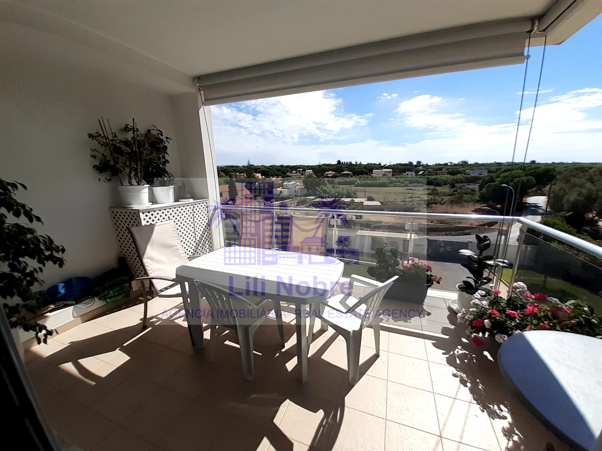 2 bedroom in quality private condominium in Quarteira